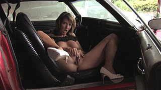 Babsi likes to masturbate in old cars - reminds her on loosing her virginity while getting screwed on the backseat back then in highschool.